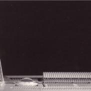 Fotografía de la maqueta en la que se observa, de izquierda a derecha, la Torre de Comunicaciones, el Cine Hemisfèric, y el Museo de las Ciencias.