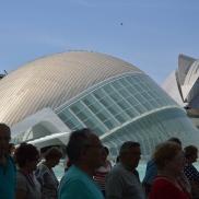 Turistas visitan la Ciudad de las Artes y las Ciencias. | L.Osset.